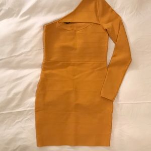 Bebe One shoulder keyhole dress in Medium